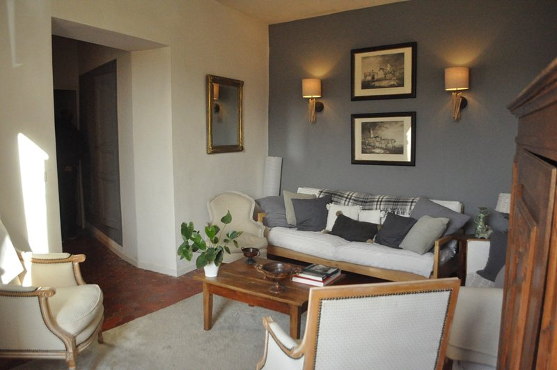Charming stay in Cotignac in a Mansion with pool & WIFI, location de vacances à Cotignac