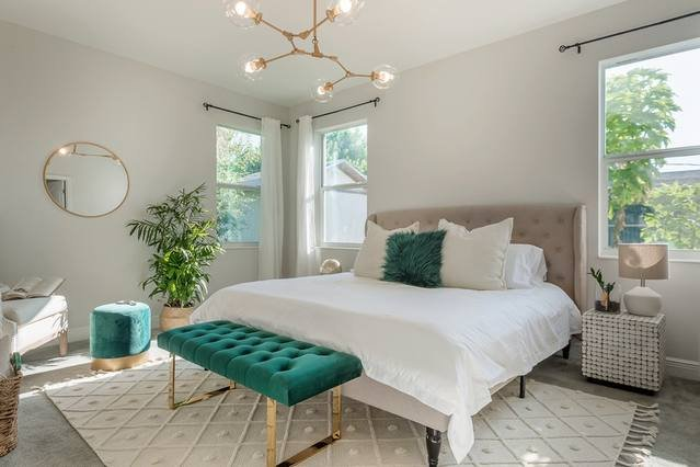 ¡El impresionante dormitorio principal es como entrar en la portada de una revista!