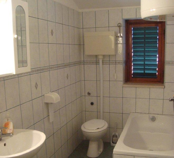 A2 (2 + 2): badrum med toalett
