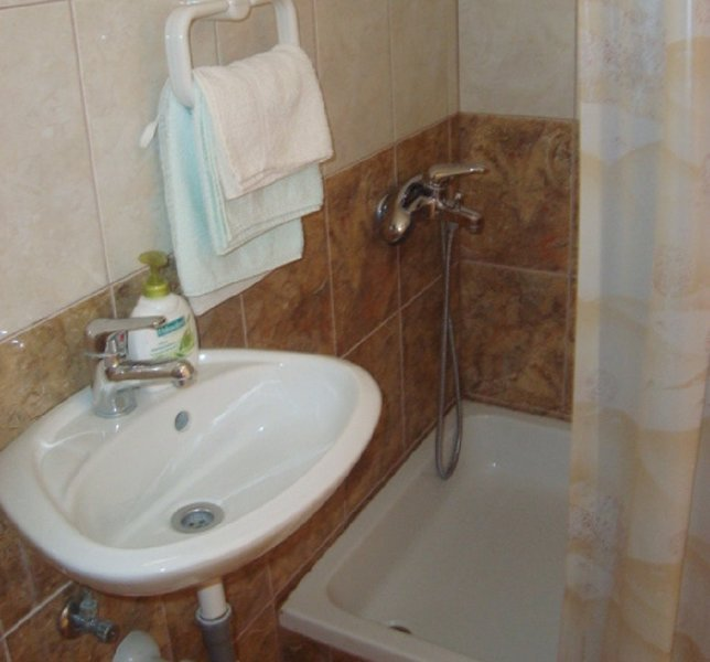 A4 (2 + 2): baño con inodoro.