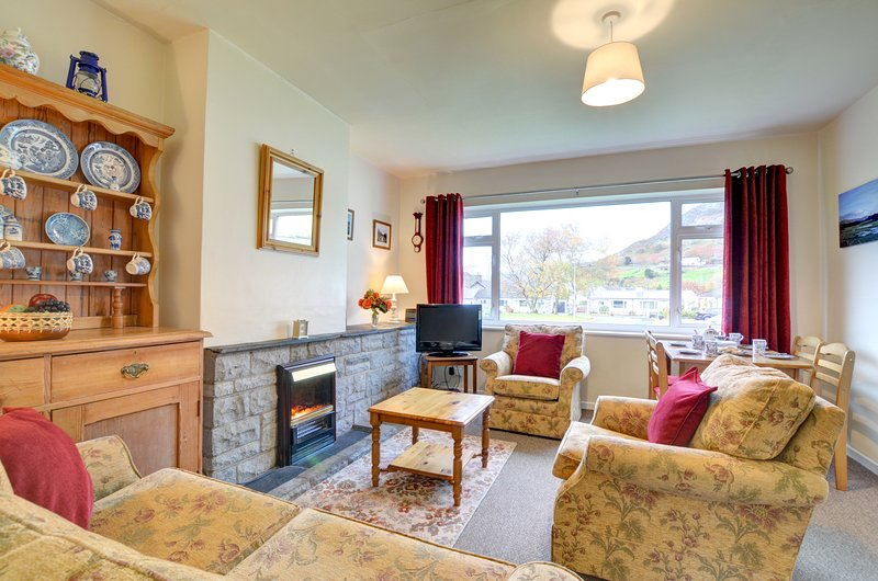 Stylish yet cosy holiday home in an appealing family village - Hafod Wen, WAH681, holiday rental in Corris