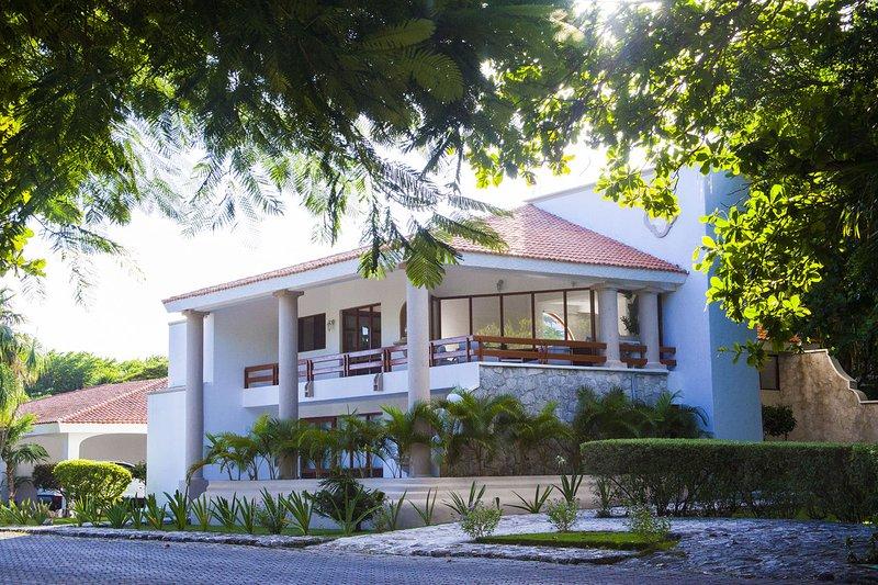 Casa Matuk ➸ Inusual casa en playacar con 20+ Mbps de internet, holiday rental in Solidaridad