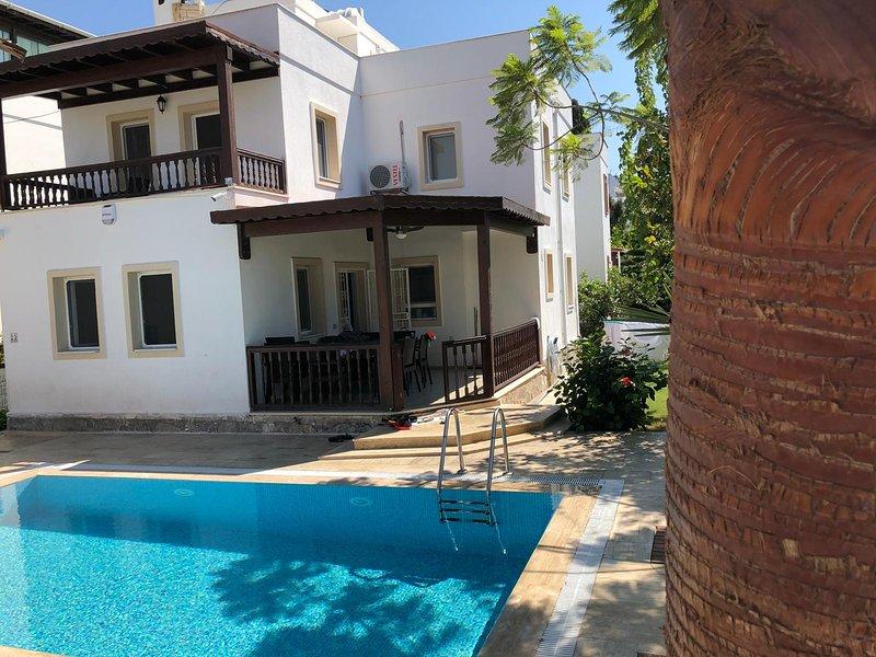 private Villa eigener Pool und Garten - 8 Personen, ruhiges Wohngebiet zentral, holiday rental in Turgutreis