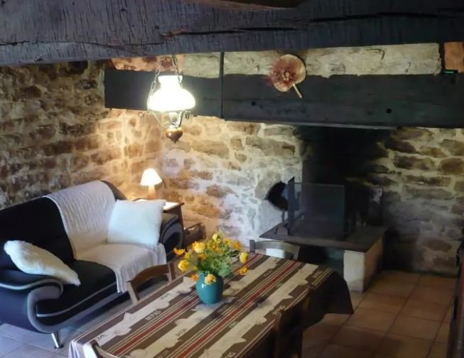 Beautiful house with terrace, location de vacances à Villeneuve d'Aveyron