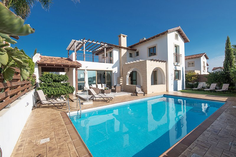 Gorgeous Villa Offering Luxury and Comfort, alquiler vacacional en Xylophagou