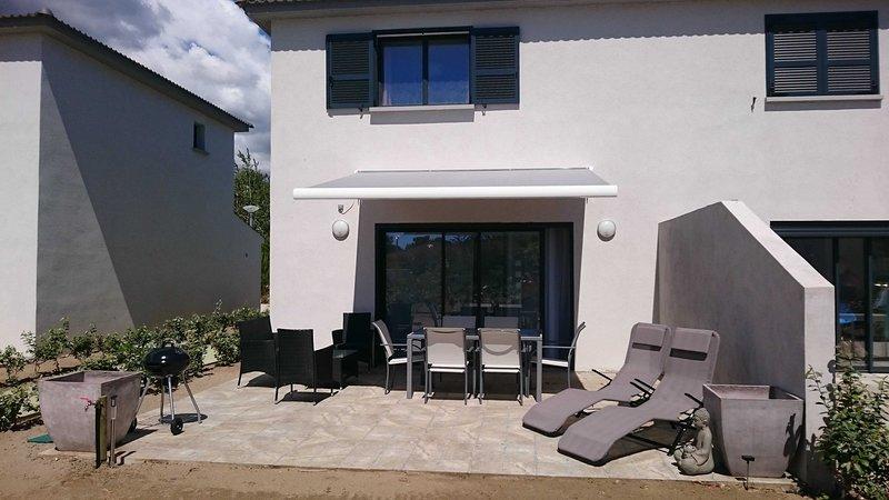 Amazing house with garden & terrace, location de vacances à Pineto
