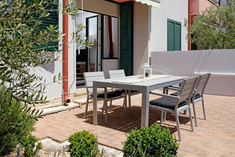 Pinia 3★1 bedroom apartment for 4★2 min from beach★pet friendly, casa vacanza a Murvica