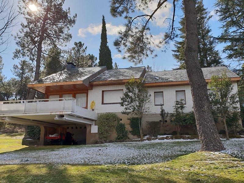 Amplio chalet en preciosa finca., holiday rental in Colmenarejo