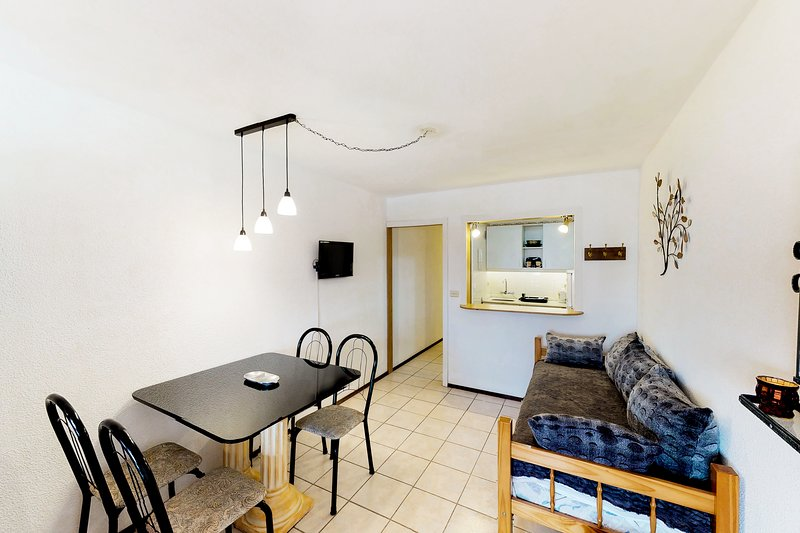City-view studio apartment with shared pool and rooftop deck, holiday rental in Punta del Este