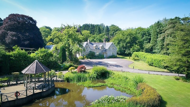 Widcombe Grange, for house parties, outdoor pool & hot-tub for 24, holiday rental in Smeatharpe