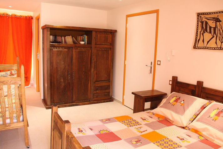 Chambre double + lit bébé, holiday rental in Sainte-Colombe