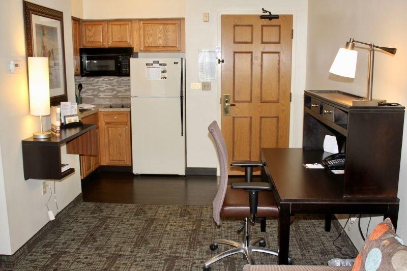 Cette suite spacieuse dispose d'un canapé-lit confortable, d'une télévision, d'une connexion Wi-Fi, d'un réfrigérateur et d'un four micro-ondes!