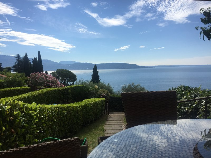 Stunning Lake view!!  Terraced House  - 5 minutes from Il Vittoriale degli Italiani!!