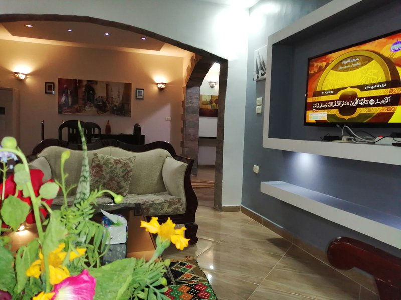 Luxury Fully Serviced Nile View Apartmnt, holiday rental in Luxor