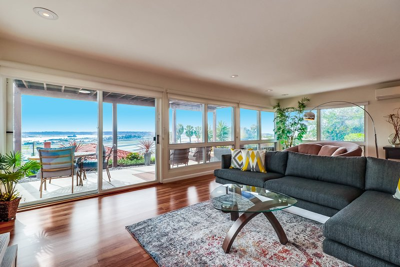 Amazing Deal - Modern, Award-Winning Bay View Home, holiday rental in San Diego