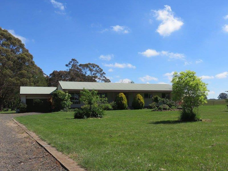 Trentham East Country Retreat - from the driveway