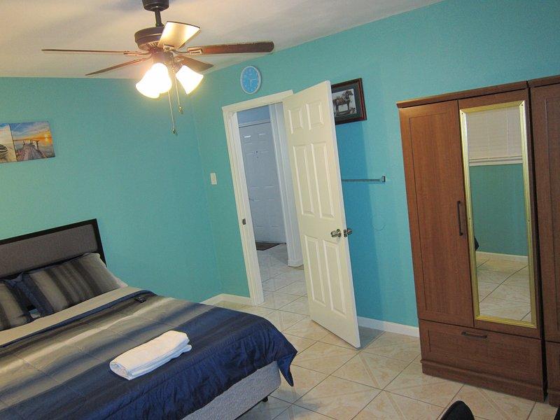 Private room in a prime location in SW Houston, location de vacances à Missouri City