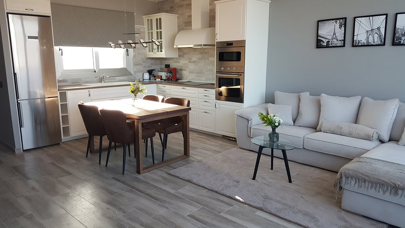 Modern-cozy duplex in a new area of El Tablero, location de vacances à El Tablero