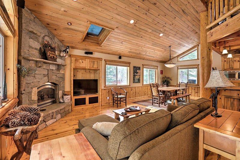 Questa bella casa in affitto per le vacanze vanta un camino e soffitti a volta!