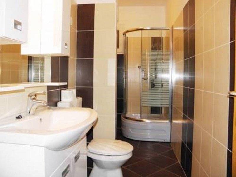 A3 srednji (3+1) prvi kat: bathroom with toilet