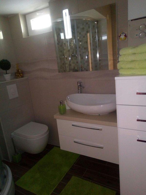 A1-Leona (6+2): bathroom with toilet