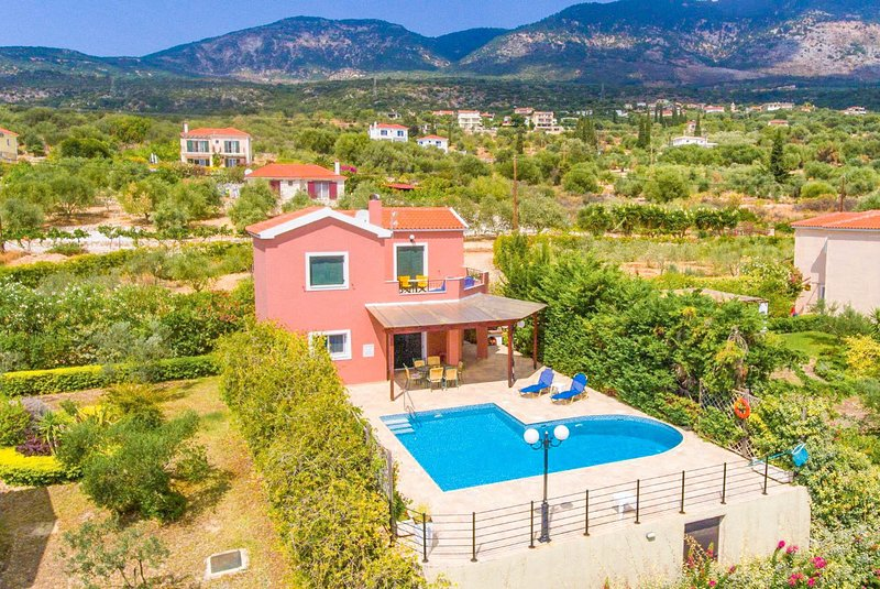 Villa Thalia Katerina: Large Private Pool, Walk to Beach, Sea Views, A/C, WiFi, aluguéis de temporada em Trapezaki