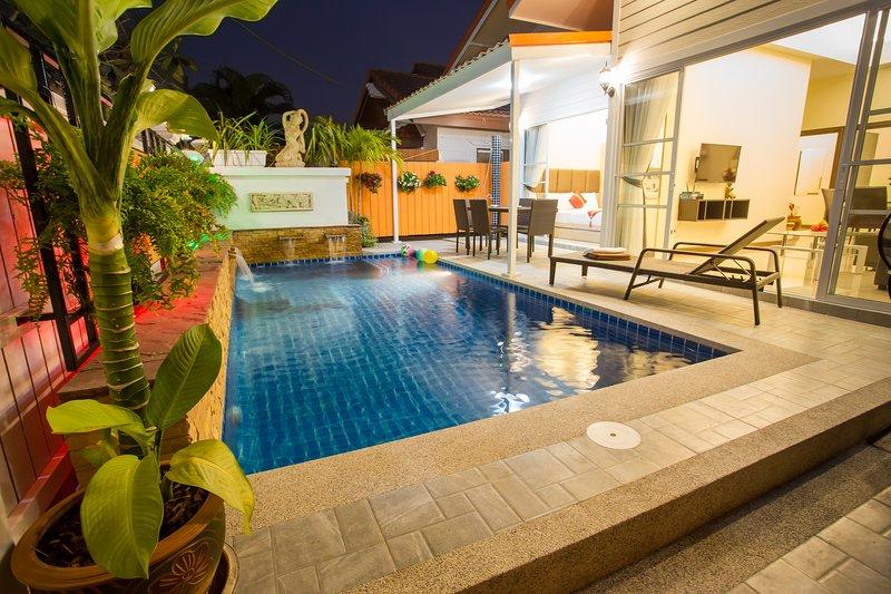 Grand Condo Montra Pool Villa 300meter to beach, holiday rental in Jomtien Beach