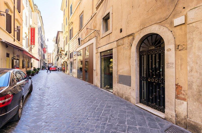 Via Mario de' Fiori near bulding entry
