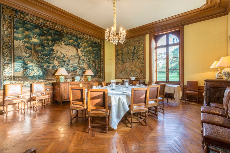 Cande Chateau Sleeps 13 with Pool - 5049811, vacation rental in Segre-en-Anjou Bleu