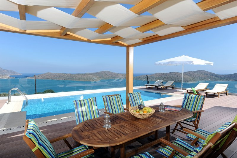 Modern,seafront,superb view,pool, holiday rental in Agia Paraskevi