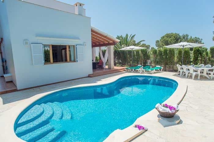Cala Egos Villa Sleeps 8 with Pool Air Con and WiFi - 5000728, holiday rental in Cala Mondrago
