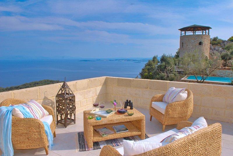 Pyrgi Villa Sleeps 10 with Pool and Air Con - 5760613, aluguéis de temporada em Agios Markos