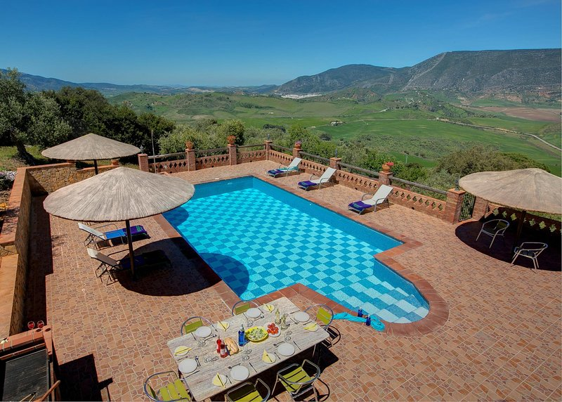 El Gastor Villa Sleeps 6 with Pool Air Con and WiFi - 5604480, location de vacances à El Gastor