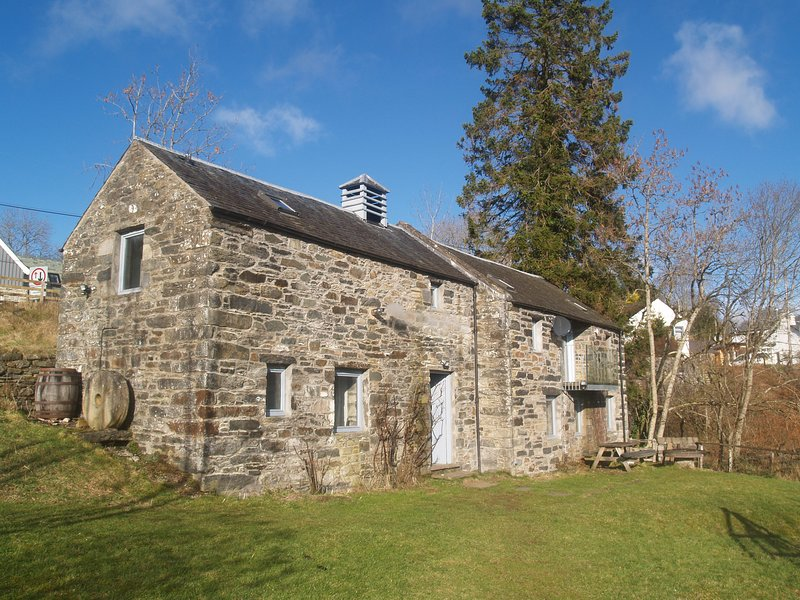 Converted mill with stunning views across Loch Tay, alquiler vacacional en Lawers