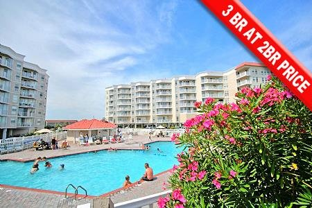 3012 St Regis Resort - 3BR Oceanfront Condo in North Topsail Beach with Tennis C, vacation rental in North Topsail Beach