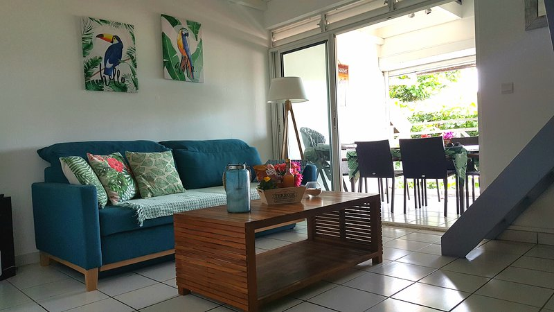 Agréables T3 avec piscine, vue mer, Anse Mitan, à 5 minutes à pied de la plage, location de vacances à Trois-Ilets