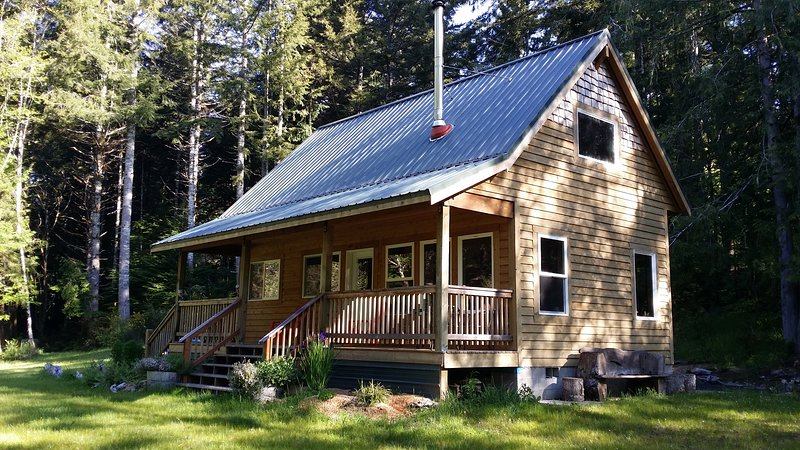 Cozy Cattail Cabin Coastal Retreat, vacation rental in Reedsport