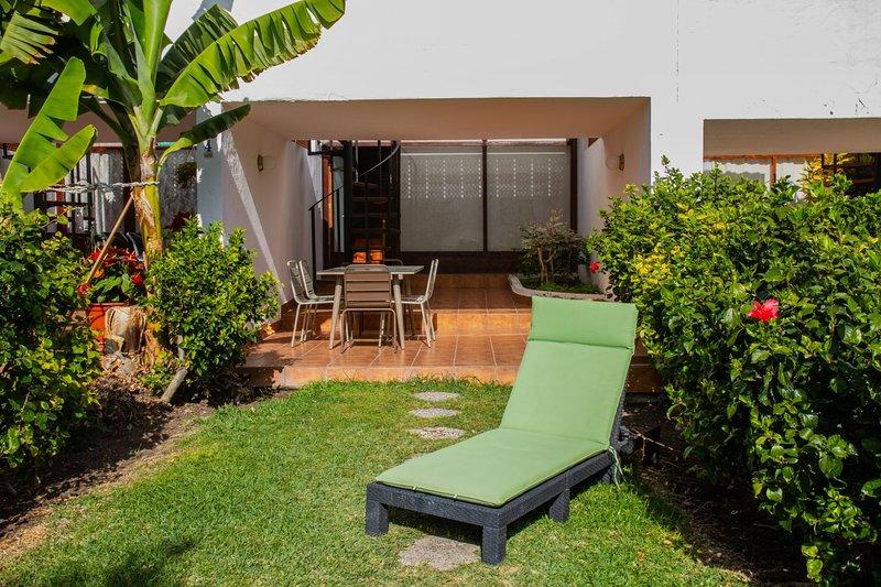 Flatguest PR Beach - Terrace + Garden + 24H, holiday rental in Platero