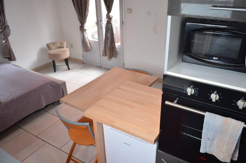 studio tout équipé avec son Spa, holiday rental in Saint-Louis