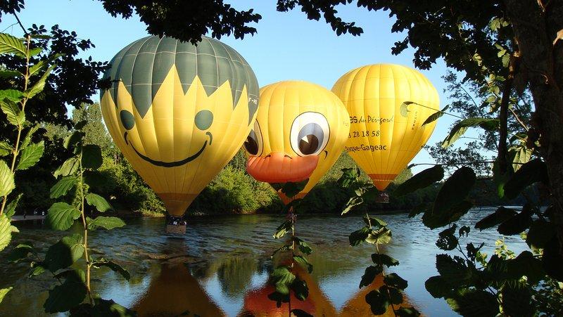 Casas rurales en SiBémol: vuelos en globo o canoas es una buena manera de visitar el valle de Dordoña