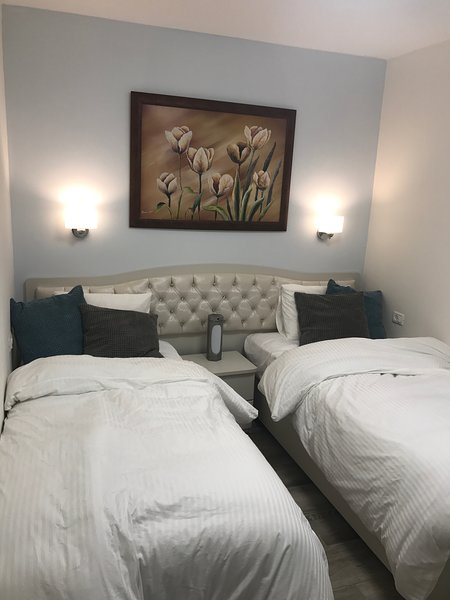 ♥ Clean, Comfy, Convenient Suite ♥, holiday rental in Kefar Uriyya