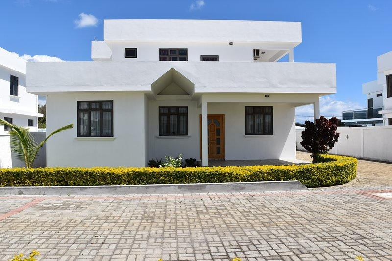 Brighthelm Villas offers luxurious & spacious villas with own private pool, vacation rental in Pereybere