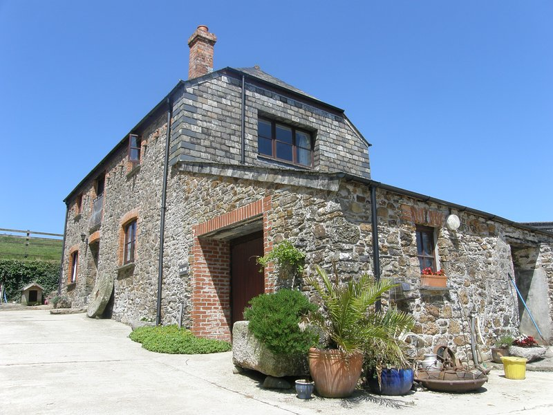 Farmer James Farm Holidays at Higher Trevinnick Farm, Cornwall, UK, vacation rental in Port Gaverne
