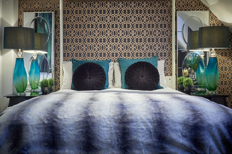 The Posh Penthouse - Luxury serviced apartment - Four poster bed- great location, location de vacances à Wythenshawe