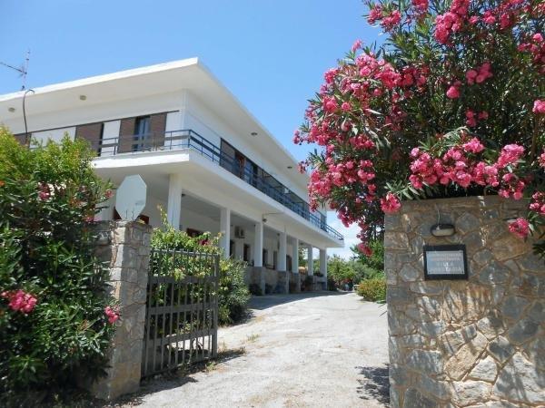 Sea beach Apartment, holiday rental in Kalamaki