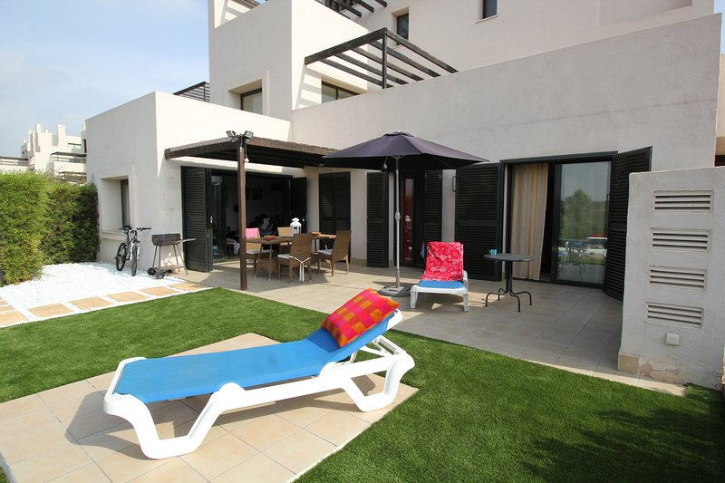 Corvera Country Club - Luxury 3 bed, ground floor apartment with stunning views, vacation rental in Corvera