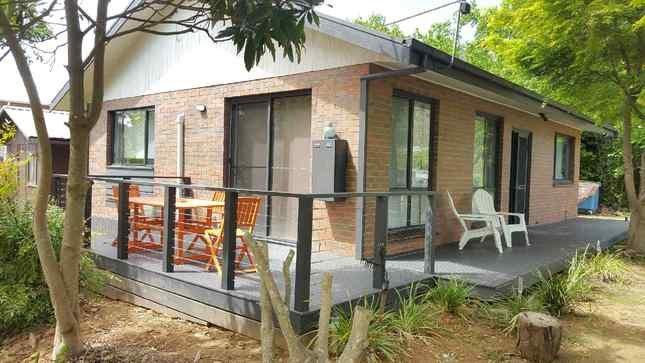 Bright * Home - cosy cottage, location de vacances à Wandiligong