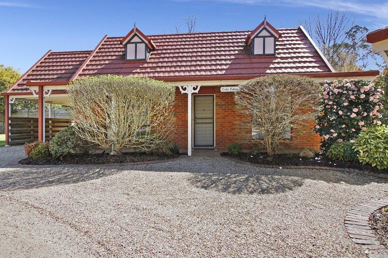 Cedar Cottage - Tudor Village Unit 3, vacation rental in Tawonga South