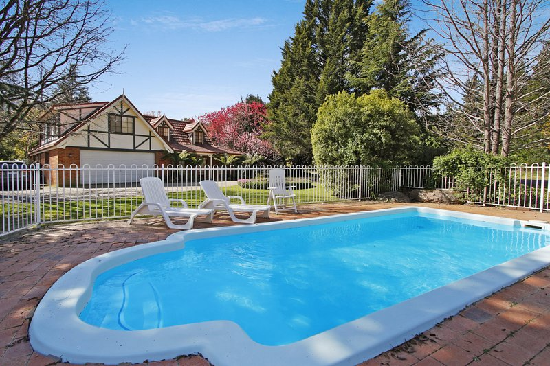 Kookaburra's Nook - pet friendly with pool, vacation rental in Tawonga South