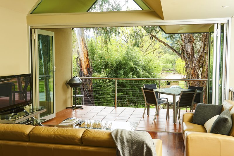 No.6 - Luxury Private Haven in the Heart of Bright, holiday rental in Bright